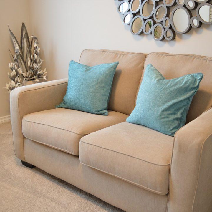 love-seat-1090458_1280
